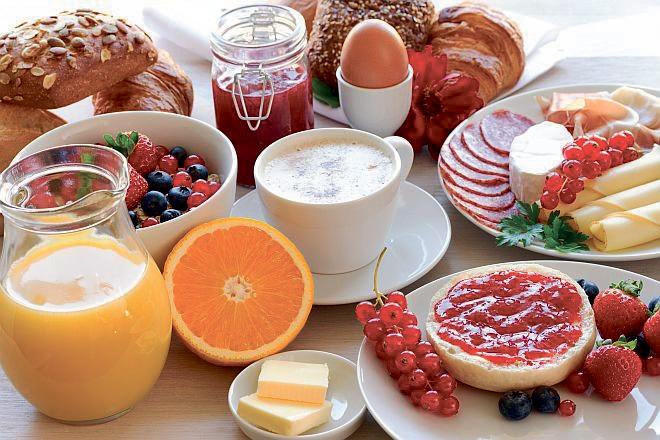 Eröffnungs-Frühstücksbuffet-1. Mai